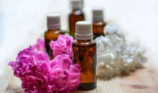Flower waters: a « must have » in natural cosmetics?